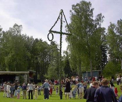Maypole dance in Sweden, 2003 (Credit: Wiglaf)